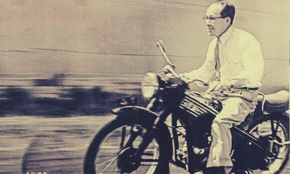 soichiro-honda-riding-motorcycle