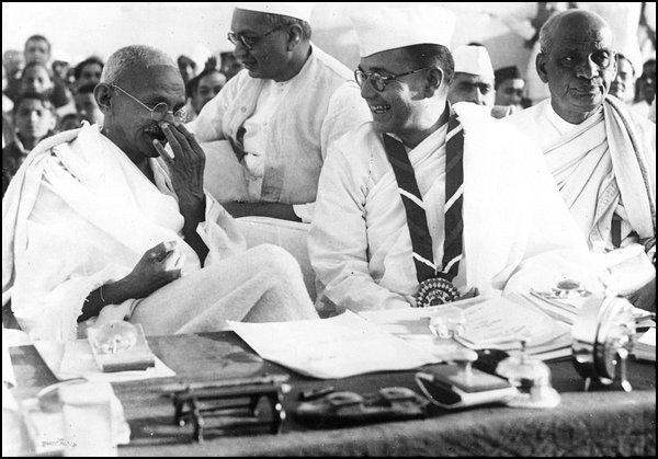 bose with gandhi 1938