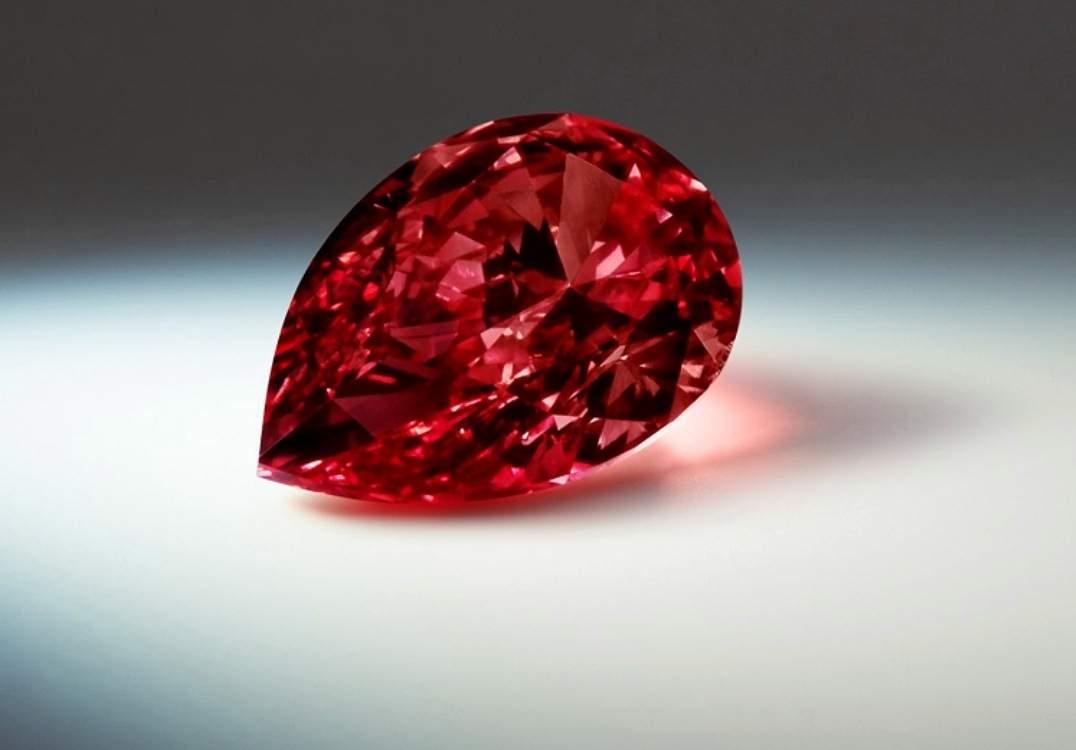 Fancy Red diamond. (1)