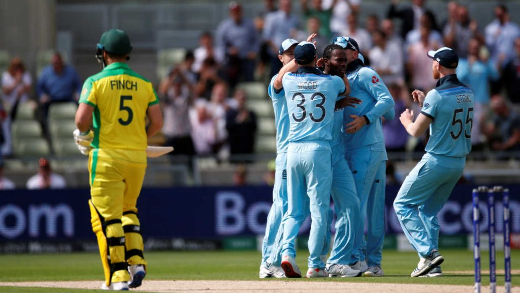 cwc-2019-aus-vs-eng-finch-wicket
